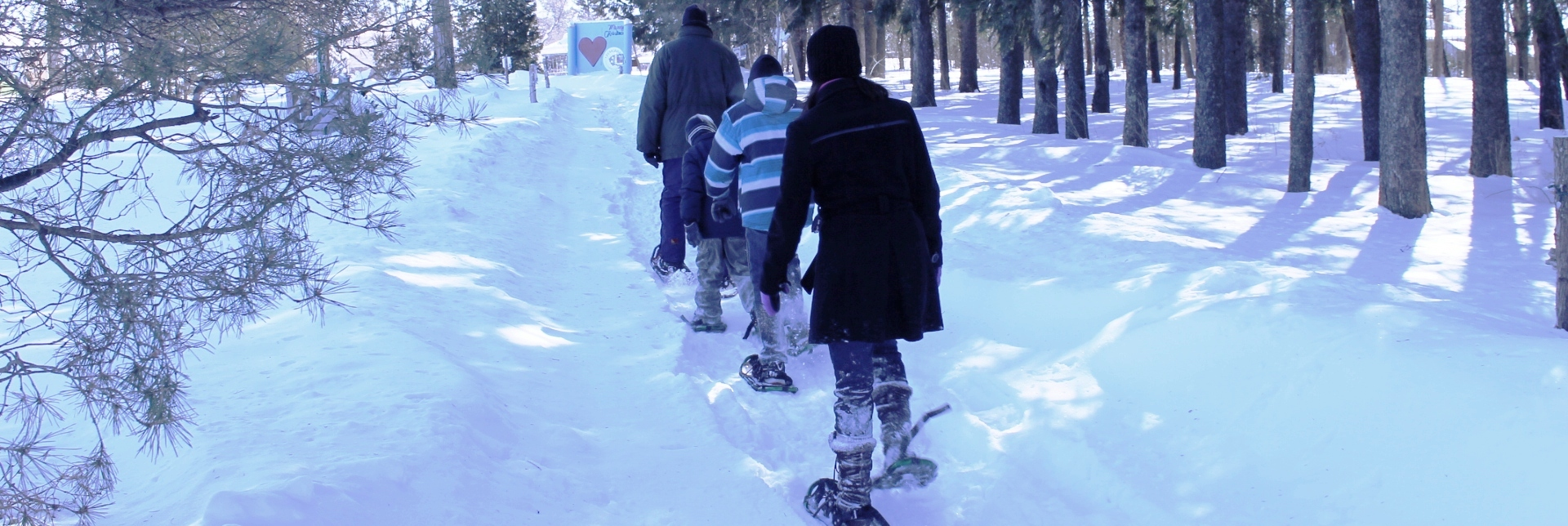 Picture of people snowshoeing on the Glengarry Trails